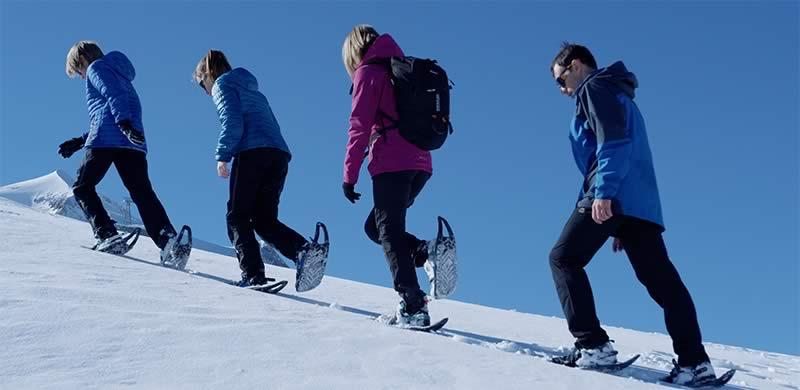 Famille Randonnée raquette à neige